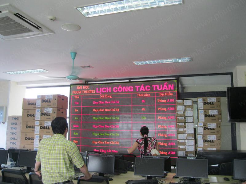 Bảng điện tử trong nhà tại Trường Đại học Ngoại Thương - Hà Nội