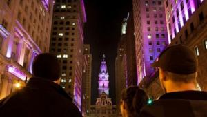 Đèn led chiếu sáng đường phố, đèn led chiếu sáng kiến trúc tòa nhà chuyển mầu tím tại tòa thị chính Philadenphia