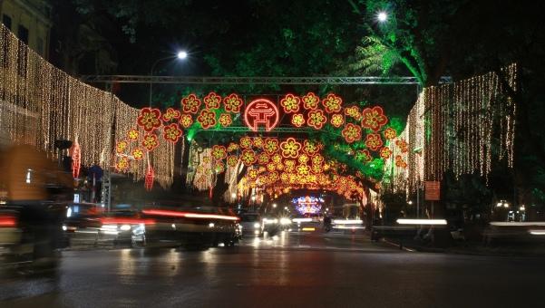 Dải hoa led trang trí ngang đường