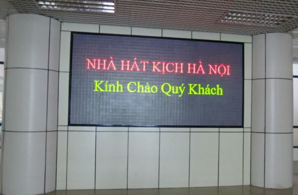 Bảng điện tử trong nhà tại nhà hát kịch Hà Nội