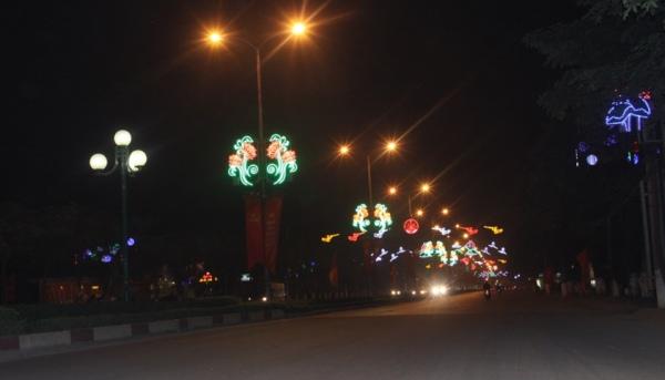 Hoa văn trang trí cột điện dùng đèn led thành phố Vĩnh Yên