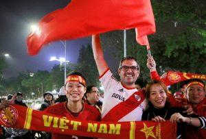 Đèn led chiếu sáng đường phố cùng cổ vũ U23 Việt nam